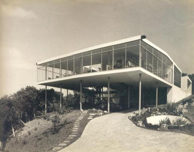 """Exposição """"Viver em Concreto"""" recria modelos de residências paulistas em Ferrara, Itália, Casa de Vidro - Lina Bo Bardi (1951). Image Courtesy of wordpress casasbrasileiras"""
