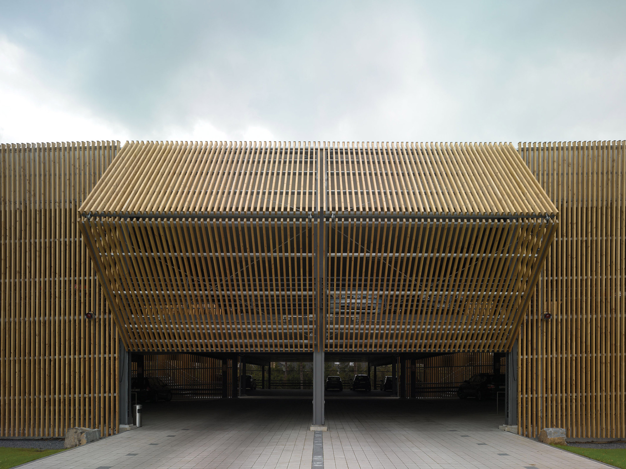 Estacionamento da sede Ernsting / Birk Heilmeyer und Frenzel Architekten, © Christian Richters
