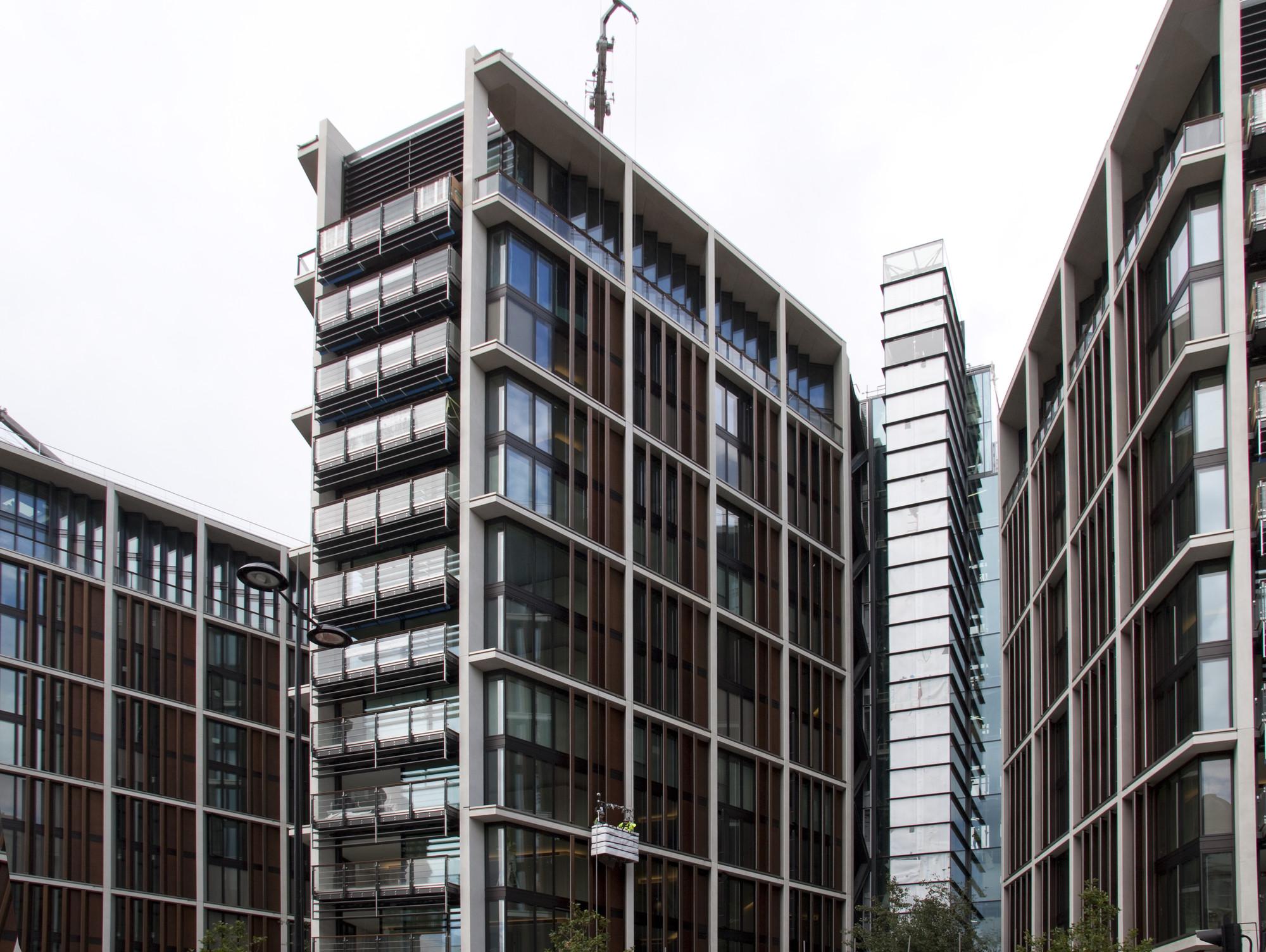 Vendido em Londres o apartamento mais caro do mundo, Vista do One Hyde Park em Londres. Imagem © Tony Hisgett [Wikipedia]