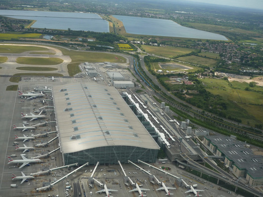 Richard Rogers' Terminal 5 at Heathrow. Image © Flickr CC User NewbieRunner