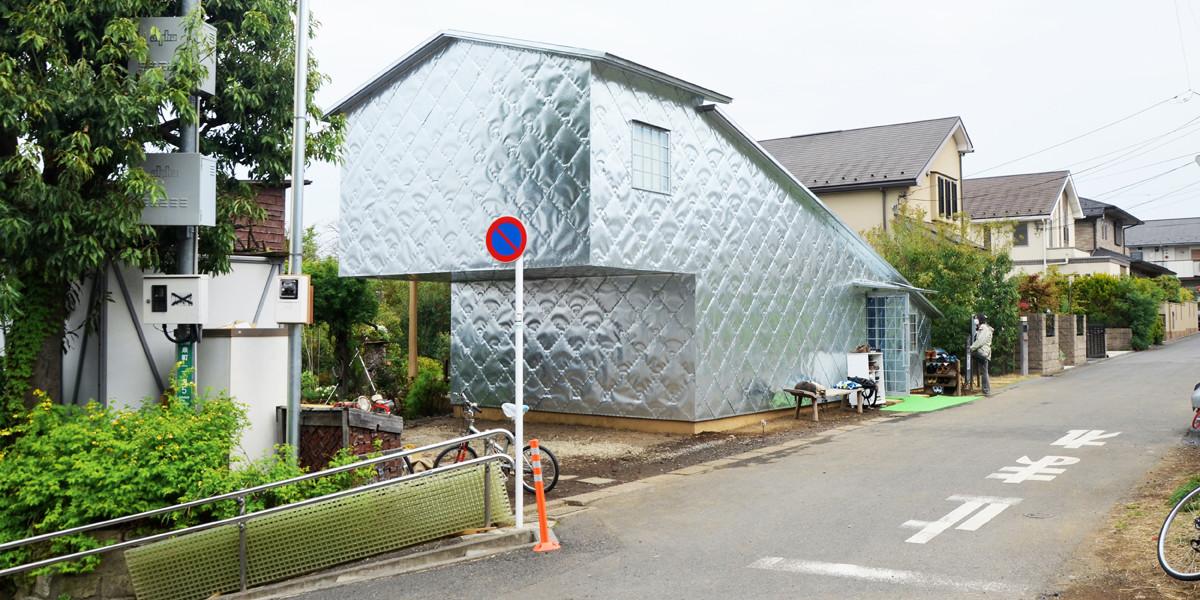 Terunobu Fujimori's Soft-Hard Zinc House Opens Near Tokyo, Soft-hard looking zinc house. Image © Maria Novozhilova
