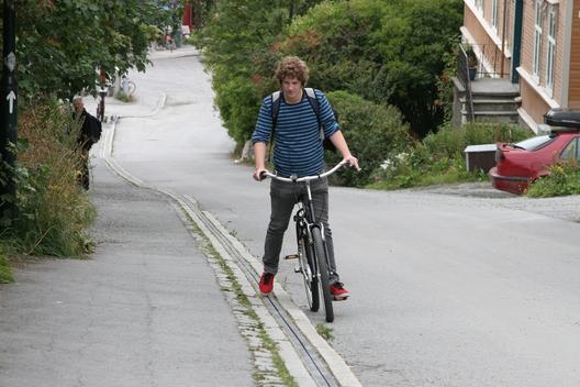 1397665264_trampe_bicycle_lift_norway