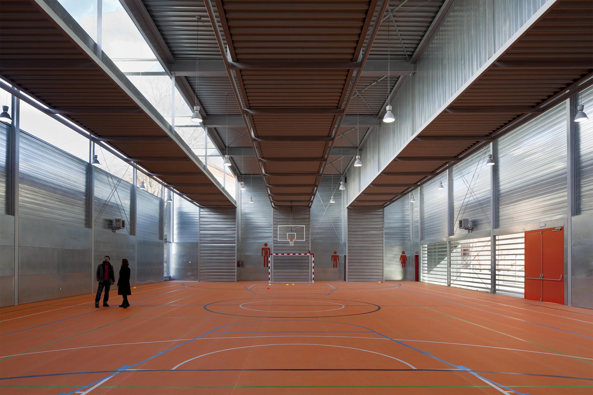 Sports Hall at C.P. Pablo Iglesias / Planta 33 Arquitectura, © Miguel de Guzmán
