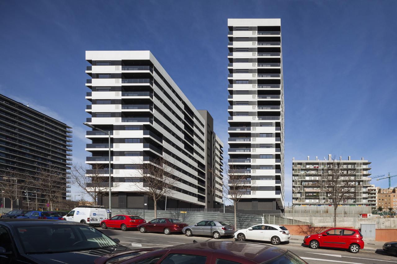168 Dwellings in Hospitalet de Llobregat / Estudio Rubio & Álvarez-Sala, © Lluis Casals