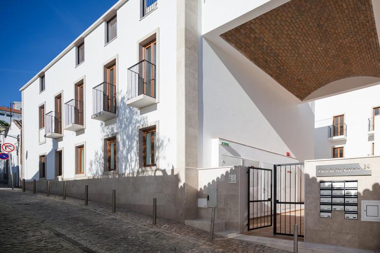 Reabilitação de Edifício em Lagos / Vitor Vilhena Architects, © João Morgado