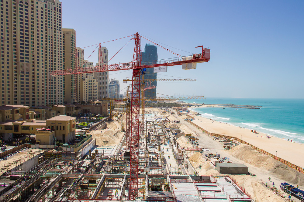 Opinion: Architecture Should Not Cost Lives, Large construction site for a new mall at the beach located at Dubai Marina. Image © a-image / Shutterstock.com