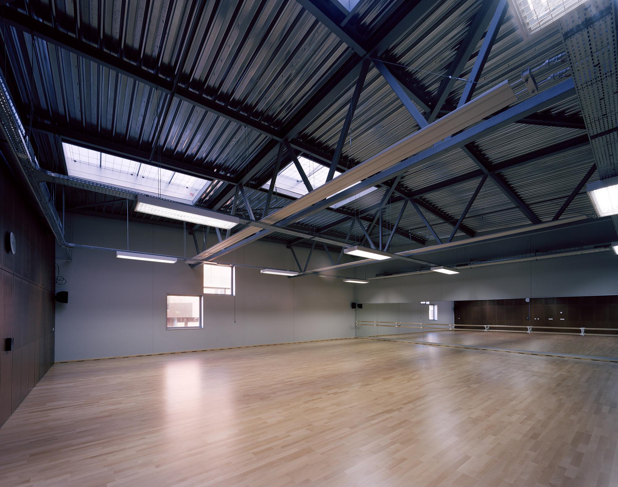 galeria de complexo multiesportivo antony archi5 associados com tecnova architecture 4. Black Bedroom Furniture Sets. Home Design Ideas