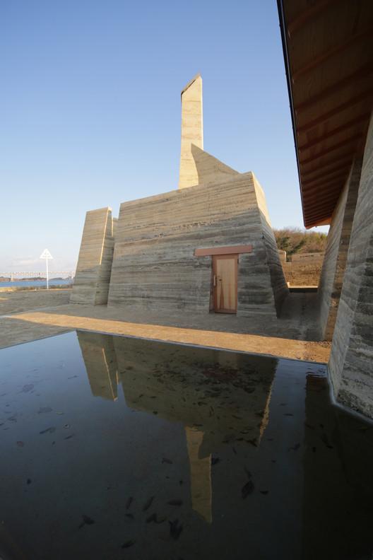 Zenkonyu × Tamping Earth (Work in the Setouchi Triennale 2013) / Tadashi Saito + Atelier NAVE, © Toshihiro Misaki