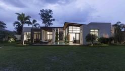 Casa M  / Jannina Cabal & Arquitectos