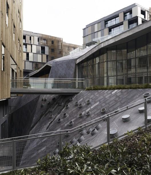 Residencias Ulus Savoy / Emre Arolat Architects + Ertuğrul Morçöl + Selahattin Tüysüz, Cortesía de Emre Arolat Architects + Ertuğrul Morçöl + Selahattin Tüysüz