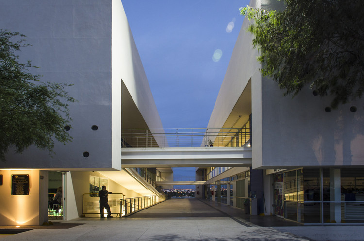 Edificio Estudiantil Dae / Arkylab + Mauricio Ruiz, © Oscar Hernández