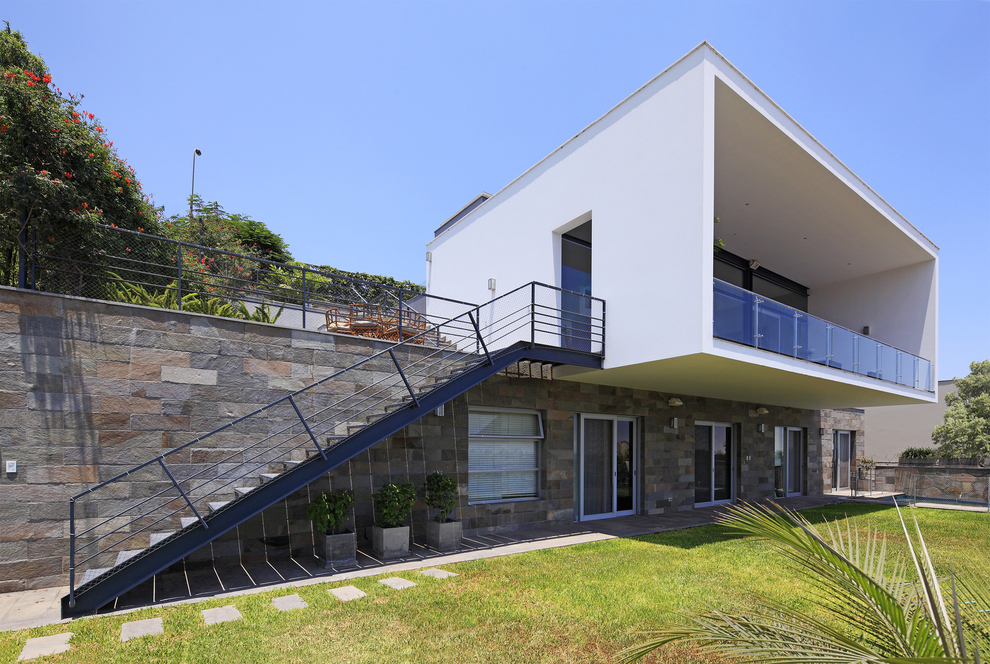 Gallery Of B House Domenack Arquitectos 1
