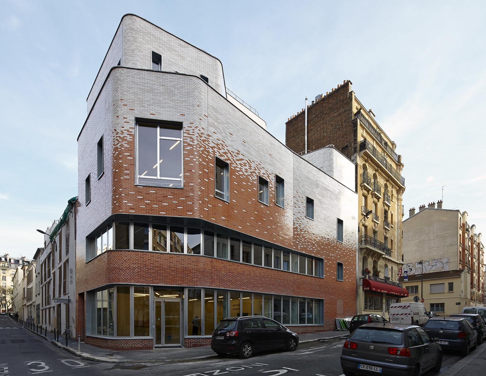 The Victor Gelez Community Centre  / Dumont Legrand Architects, © Thomas Lannes