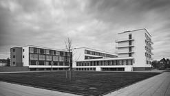 Clásicos de Arquitectura: Edificio de la Bauhaus en Dessau / Walter Gropius