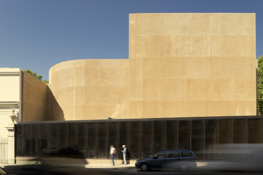 507c82eb28ba0d594100004e_thalia-theatre-gon-alo-byrne-architects-barbas-lopes-architects_thaliafinalhr_ext09