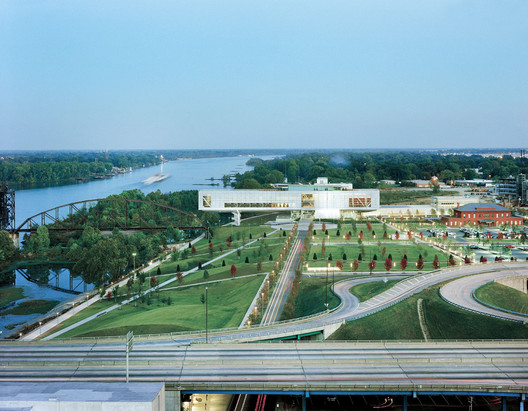 The Clinton Presidential Center, in Little Rock, Arkansas, designed by Polshek Partnership and Hargreaves Associates received a rating of Two Green Globes from the GBI. Image © Timothy Hursley