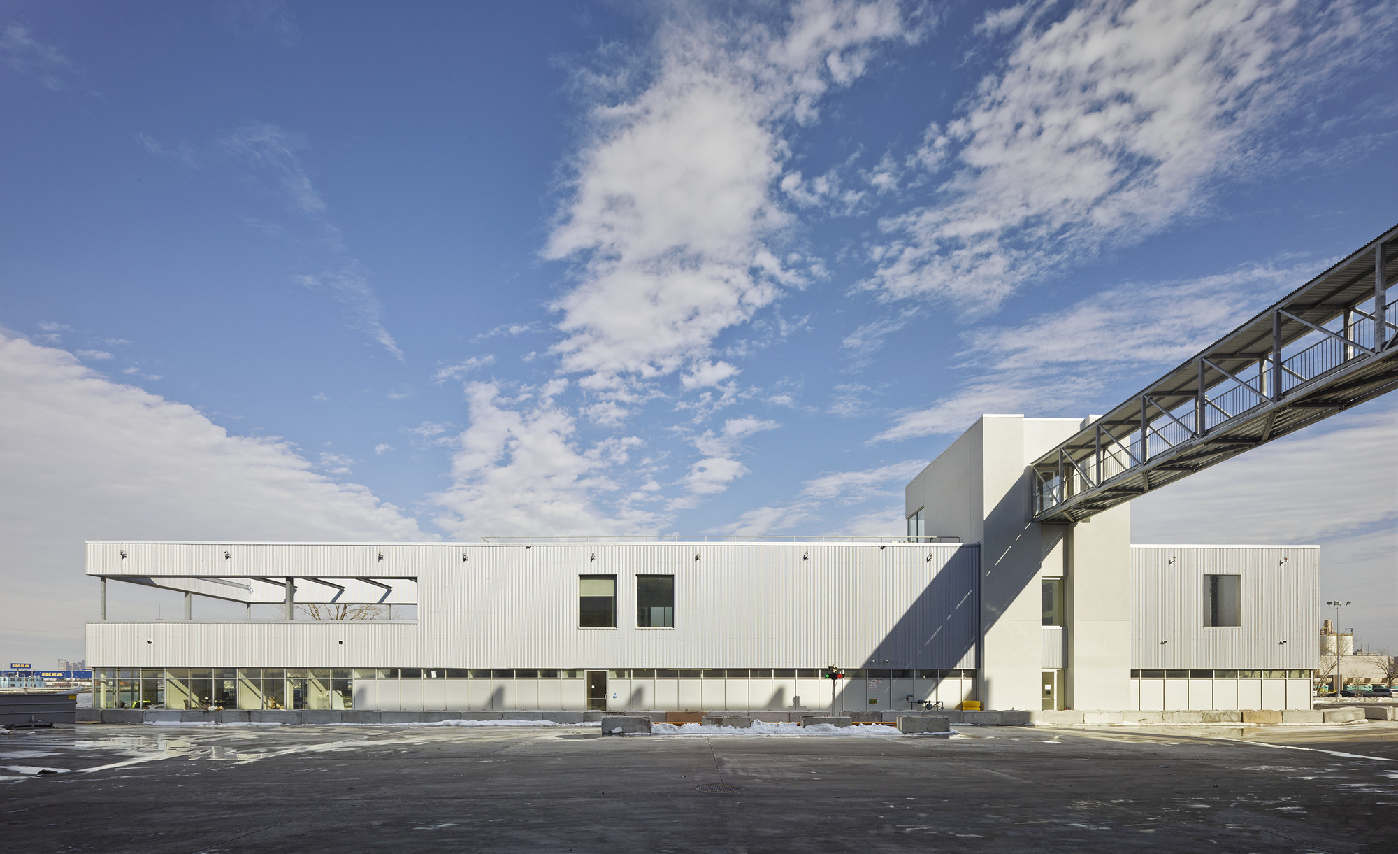 Sunset Park Material Recovery Facility / Selldorf Architects, © Nikolas Koenig