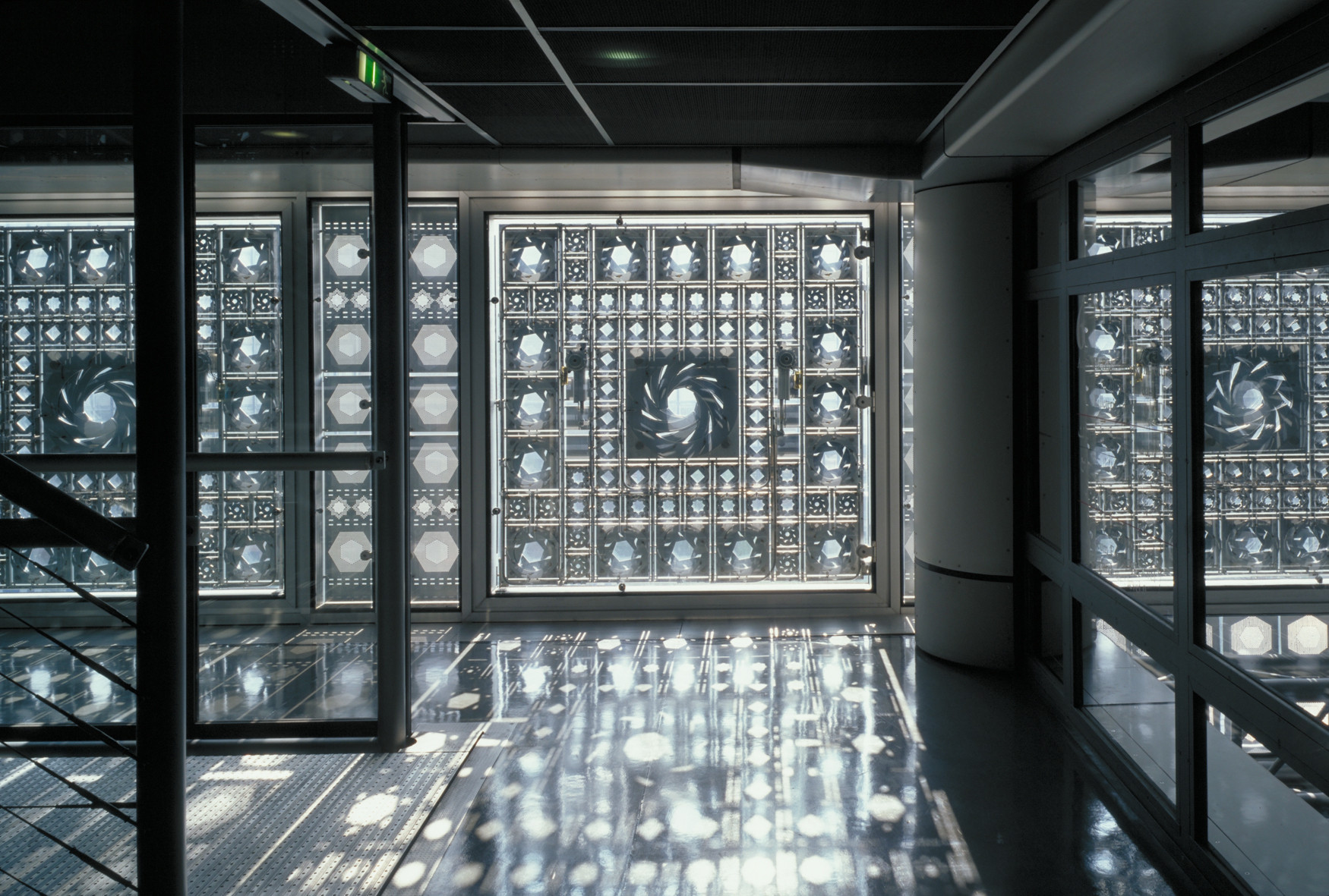 Light Matters: Mashrabiyas - Translating Tradition into Dynamic Facades, INSTITUT DU MONDE ARABE, Paris, France (1981 – 1987). Architecture: Jean Nouvel, Gilbert Lézénès, Pierre Soria, Architecture Studio. Image © Georges Fessy