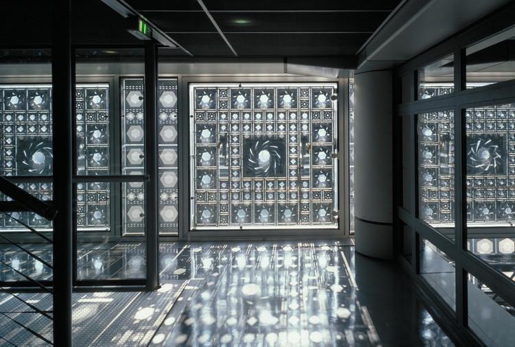 Light Matters: Muxarabis - trazendo tradição para fachadas dinâmicas, INSTITUT DU MONDE ARABE, Paris, França (1981 – 1987). Arquitetura: Jean Nouvel, Gilbert Lézénès, Pierre Soria, Architecture Studio. Imagem © Georges Fessy