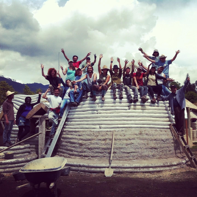 """""""Organizmo"""" en Colombia: Experimentación y educación constructiva para crear comunidades sustentables, Superadobe. Image Cortesia de Organizmo"""
