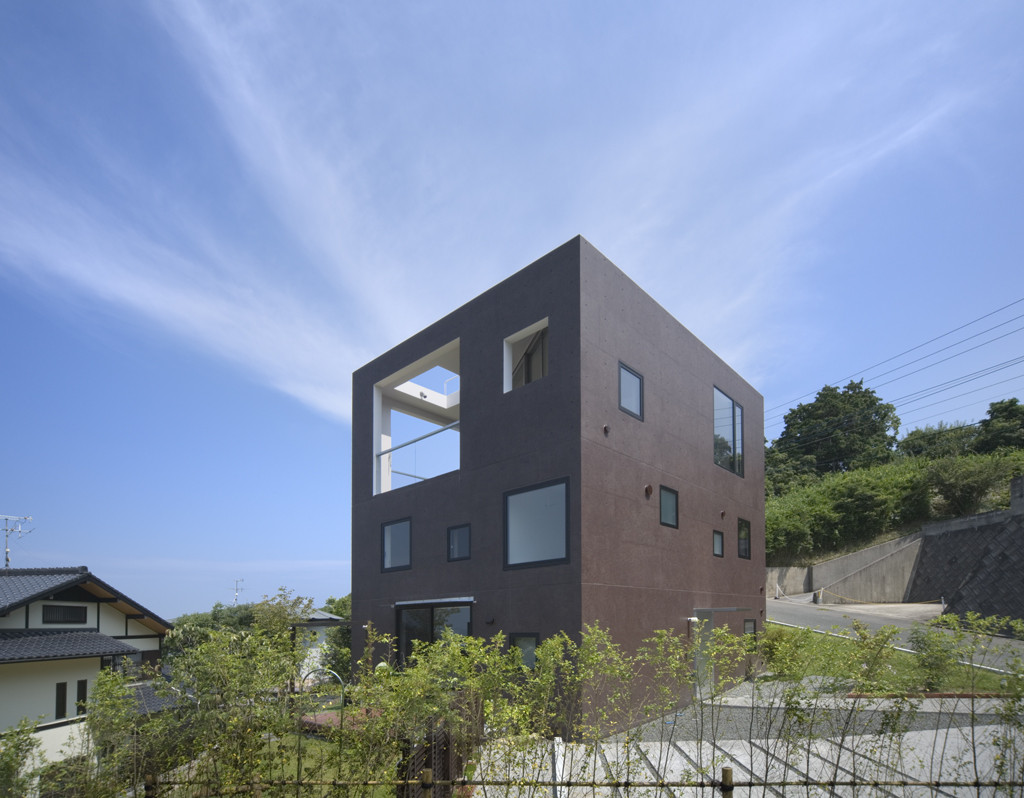 House with square opening nks architects archdaily for Home architecture