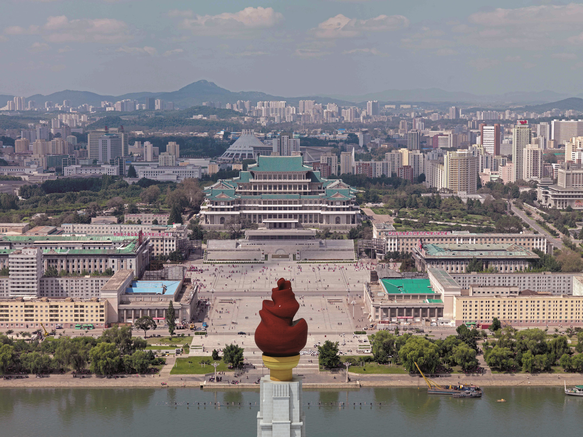 "Venice Biennale 2014: Minsuk Cho to Present ""Crow's Eye View"" of Divided Korea , Kim Il-sung Square, Pyongyang, 2010 © Philipp Meuser"