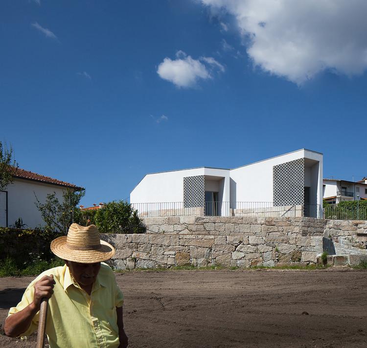 Casa Mortuária em Vila Caiz / Raul Sousa Cardoso + Graça Vaz, © José Campos