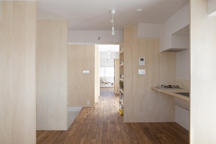 Habitación de Múltiples Capas / Camp Design Inc + Sumosaga Fudosan, © Masumi Kawamura