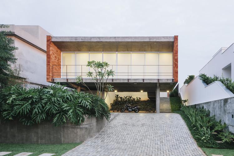 Casa em tatu felipe hsu e lucas bittar archdaily brasil - Arquitecto de brasilia ...
