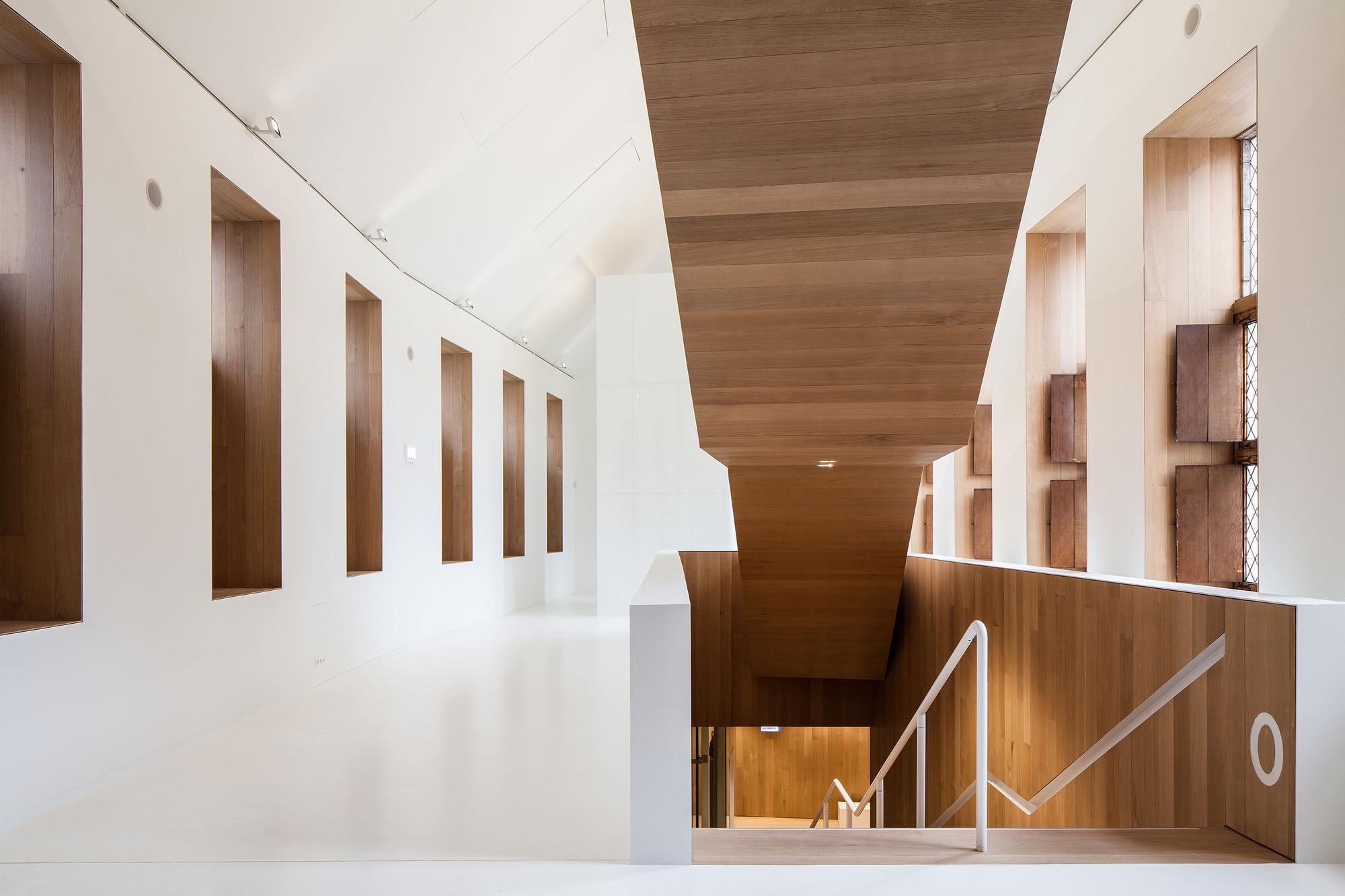 Reforma do 'Stedelijk Museum Hof van Busleyden'  / dmvA architecten  +  Hlc.r architect, © Frederik Vercruysse