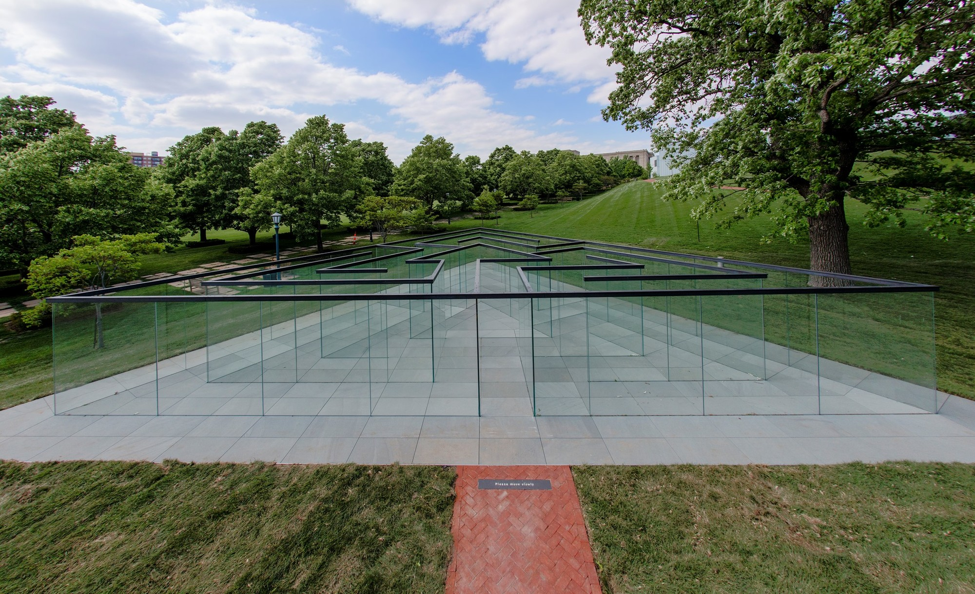 Glass-Walled Labyrinth / Robert Morris, © Josh Ferdinand