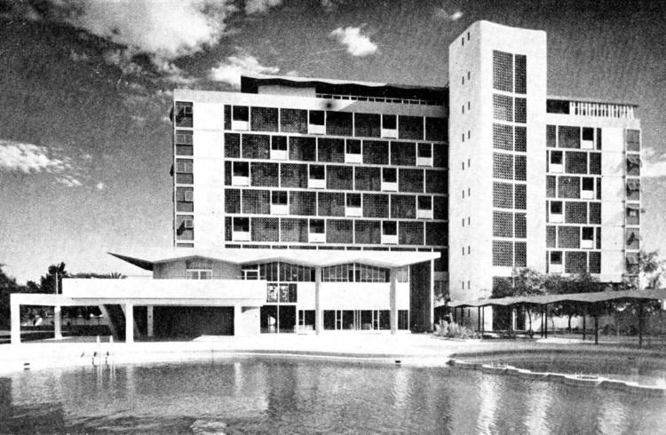 Clásicos de Arquitectura: Residencia FAP Chiclayo / Adolfo Córdova & Carlos Williams