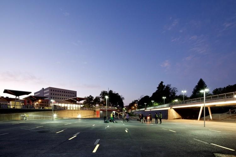 Plaza Mayor de Maipú / Mobil Arquitectos
