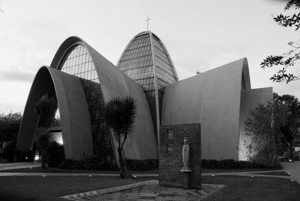 Clásicos de Arquitectura: Capilla de los Santos Apóstoles del Gimnasio Moderno / Juvenal Moya Cadena, © Cortesía de lauravision.com