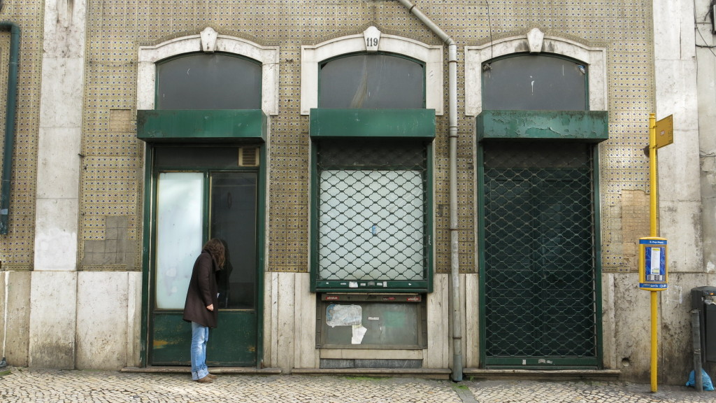 Projeto Rés do Chão propõe a reocupação dos térreos vazios em Lisboa, Térreo em fase de reabilitação na Rua Poço dos Negros, Lisboa. Image Courtesy of resdochao.org