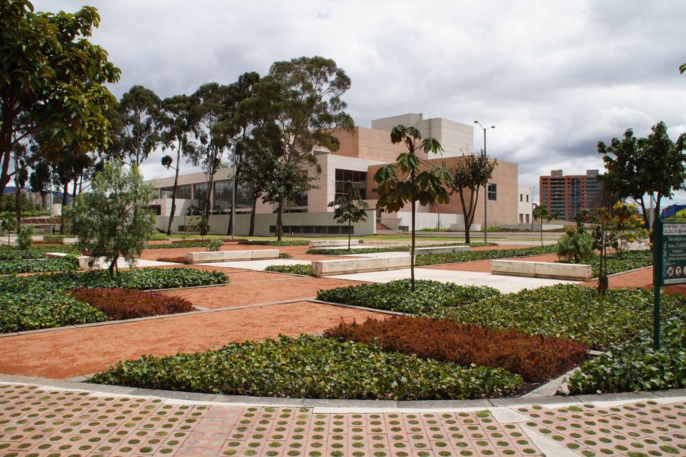 Arquitectura y paisaje espacios verdes colectivos para for Paisajismo bogota