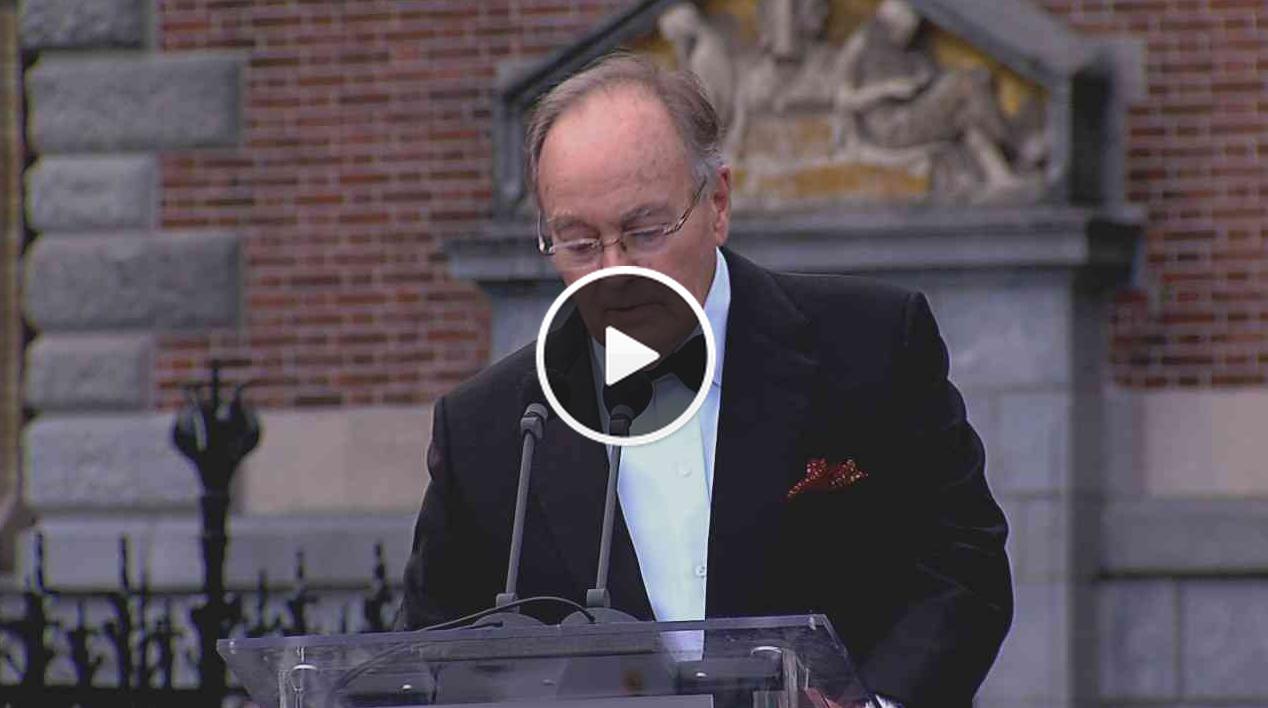 Ao vivo de Amsterdã: Shigeru Ban é laureado na cerimônia de premiação do Pritzker