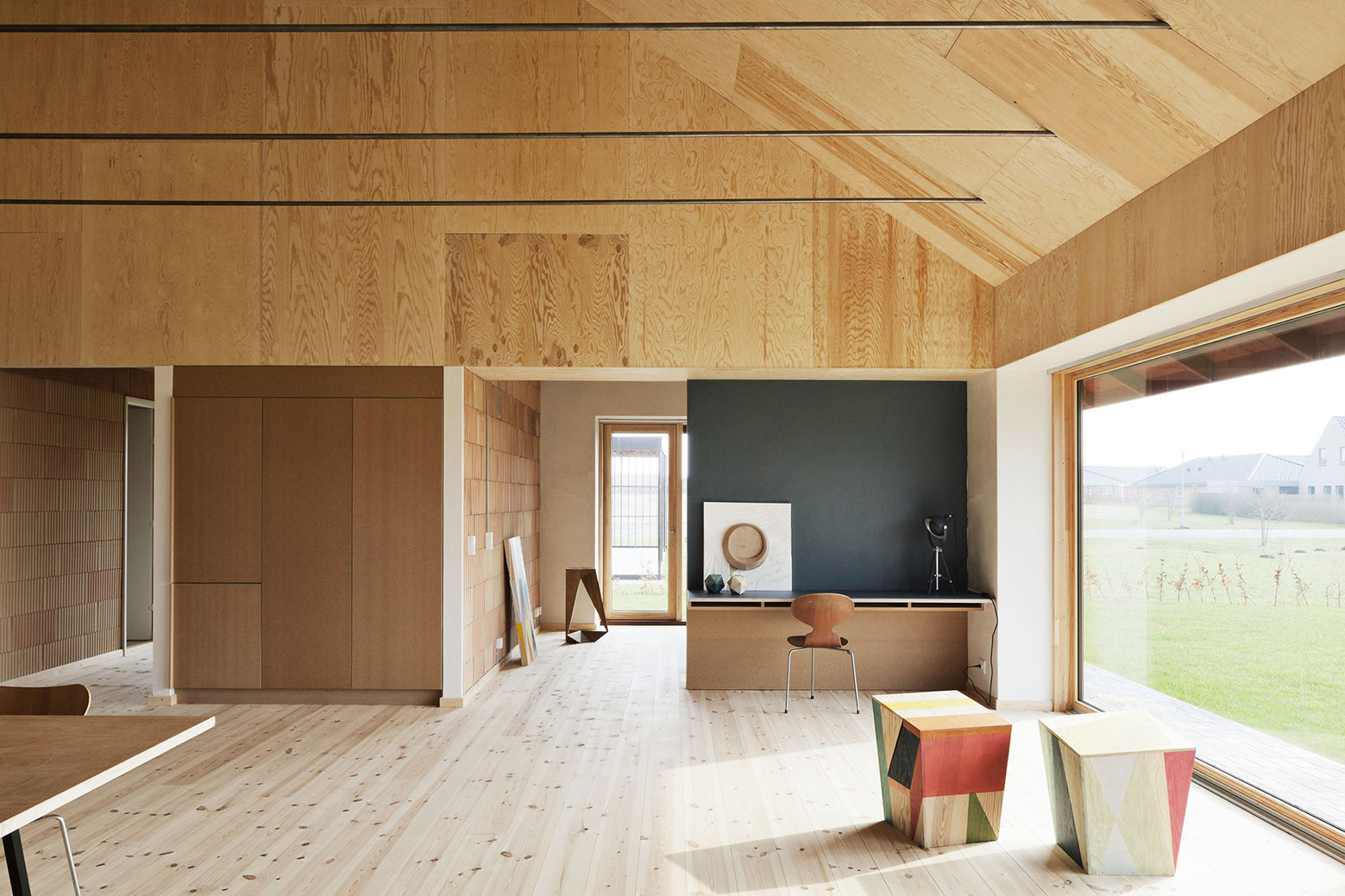 Brick house leth gori archdaily for Minimalist living nz