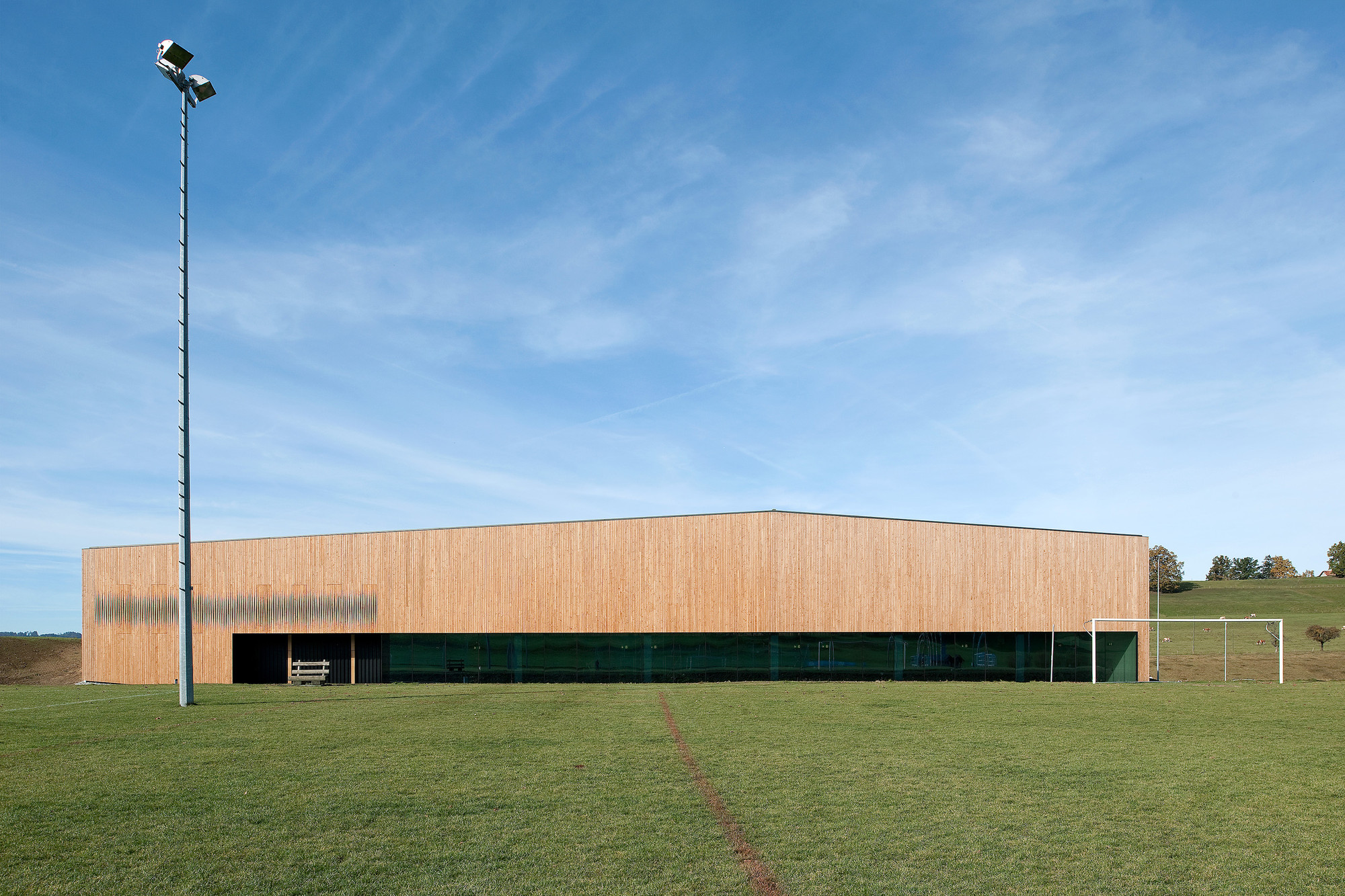 Lussy sport hall virdis architecture archdaily for Architecture 00