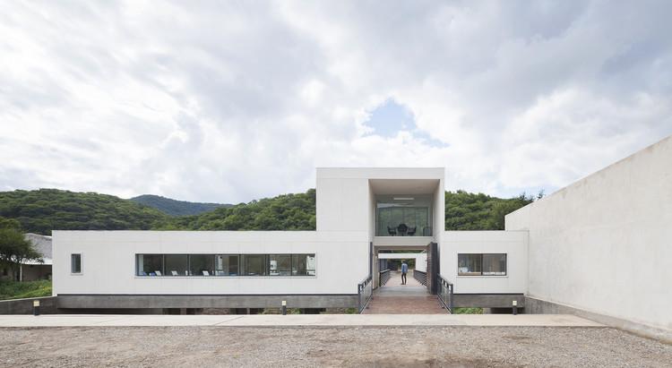 Depósito y Oficinas Roca Agro / Sergio Alberto Cabrera Arquitectos , © Federico Cairoli