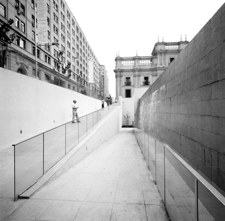 Em Detalhe: Desenho universal em espaços públicos,  Centro Cultural Palacio La Moneda – Praça da Cidadania / Undurraga Devés Arquitectos