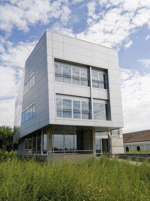 Headquarters of the Complex of Nationally Relevant Laboratories for the Safety of Foods / AGM, © Vladimir Popović