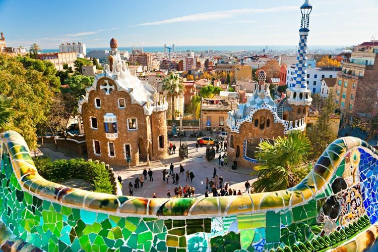 Guia das obras de Gaudí em Barcelona, Parc Guell. Imagem Cortesia de http://www.lowcostholidays.com/