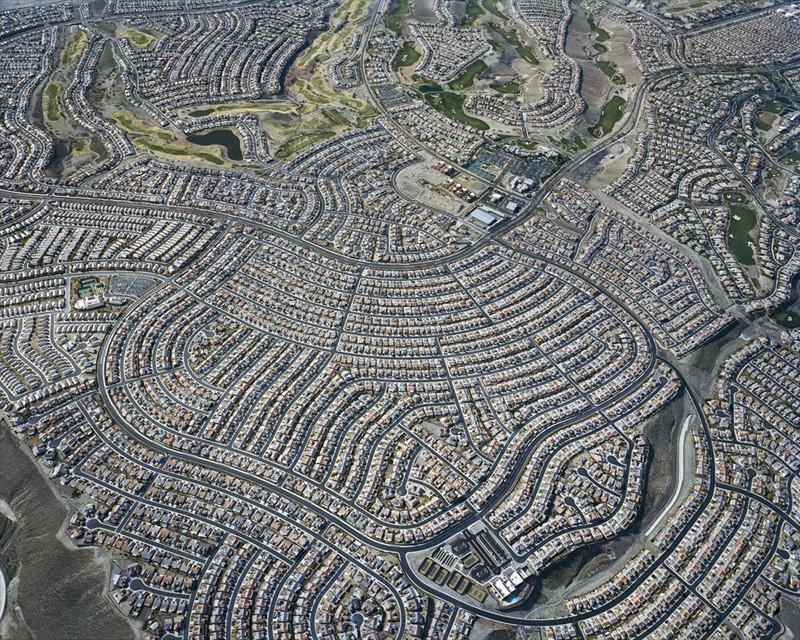 Arte e Arquitetura: Fotos aéreas da expansão urbana nas cidades americanas, Nevada. Imagem © Christoph Gielen