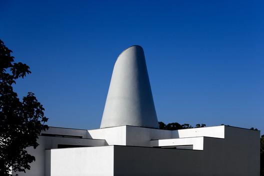 Revigrés Building - 1997. Image © Fernando Guerra | FG+SG