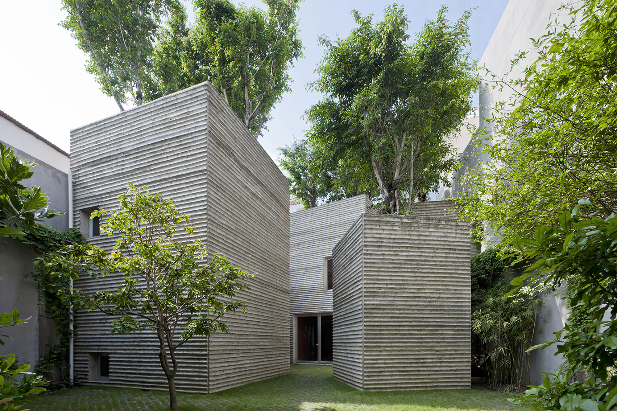 AR Names its 2014 House Awards, House for Trees / Vo Trong Nghia Architects. Image © Hiroyuki Oki
