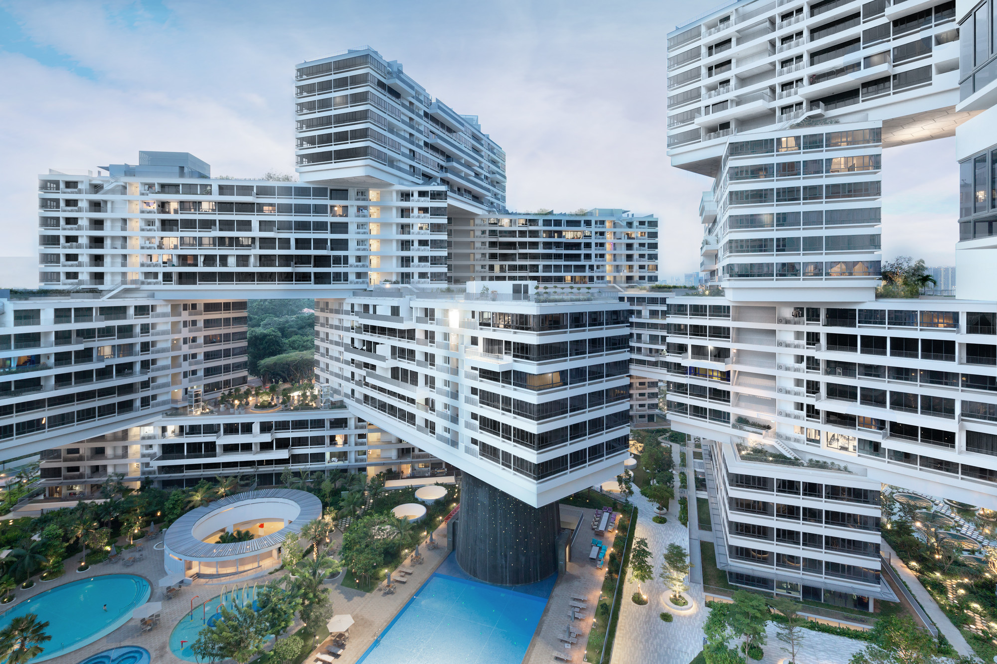 "OMA / Ole Scheeren's ""The Interlace"" Nabs Inaugural CTBUH Urban Habitat Award, The Interlace by OMA / Ole Scheeren. Photo © Iwan Baan"