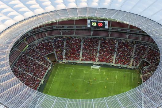 52a688a6e8e44e00d80001a0_especial-brasil-2014-los-estadios-donde-jugar-n-los-equipos-hispanoamericanos_brasilia_aerea_estadionacional_inauguracao1305_1-1000x667