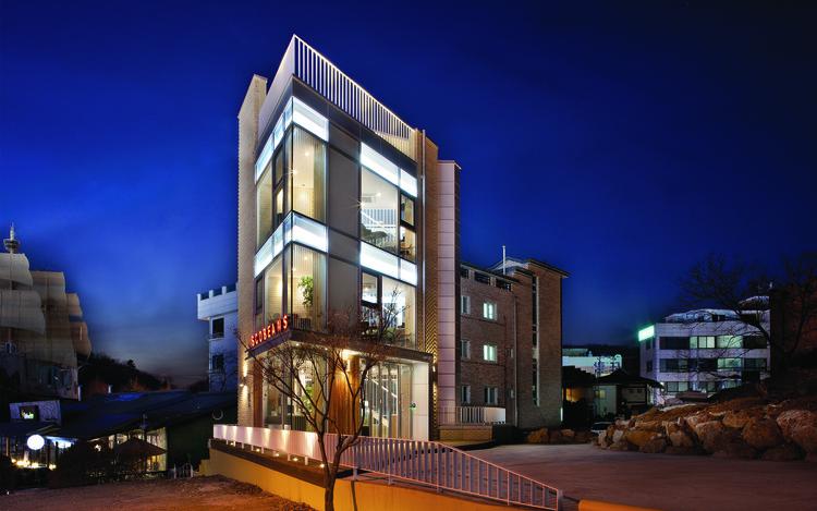 Yul-dong Café  / iSM architects, © Hyosook Chin
