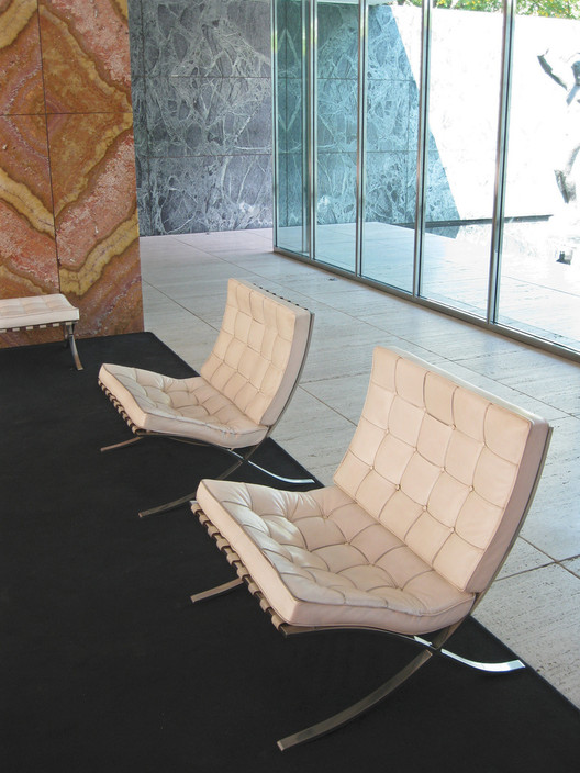 silla barcelona mies van der rohe plataforma arquitectura. Black Bedroom Furniture Sets. Home Design Ideas